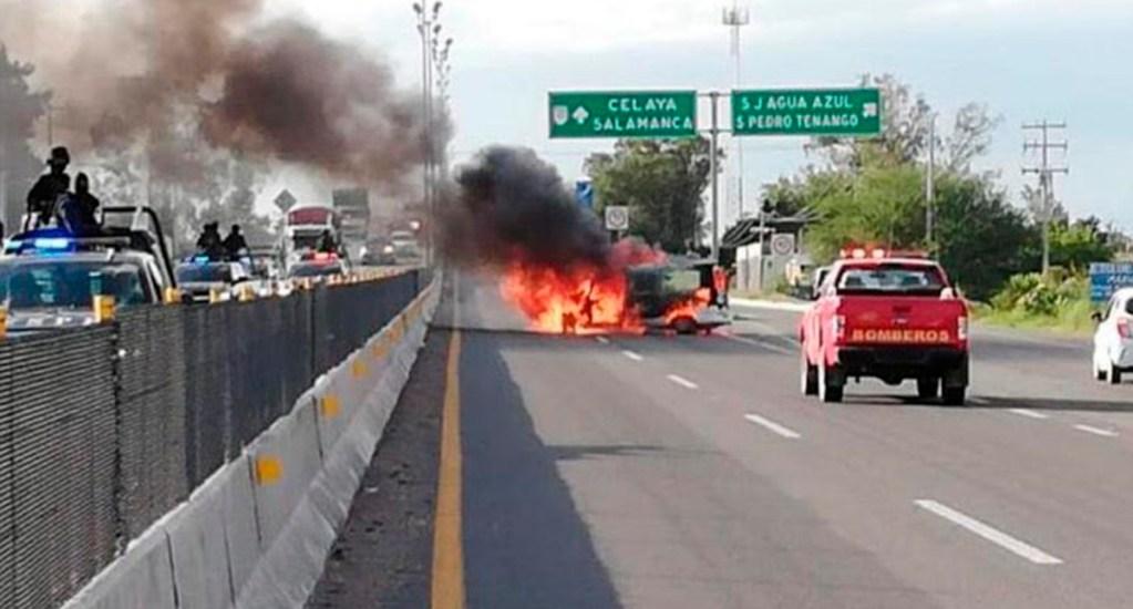Gobierno de Guanajuato niega detención de 'El Marro' - Bloqueo carretero en Guanajuato. Foto Especial