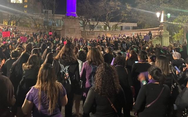 #Video Feministas realizan 'cacerolazo' en Aguascalientes - Cacerolazo en el monumento de la Exedra en Aguascalientes. Foto de @AngieConter