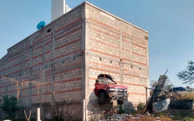 Decomisan arsenal y aseguran casa de seguridad de 'Los Rojos' en Morelos - Camioneta con la que José María intentó atropellar a policías de Morelos. Foto de @Fiscalia_Mor