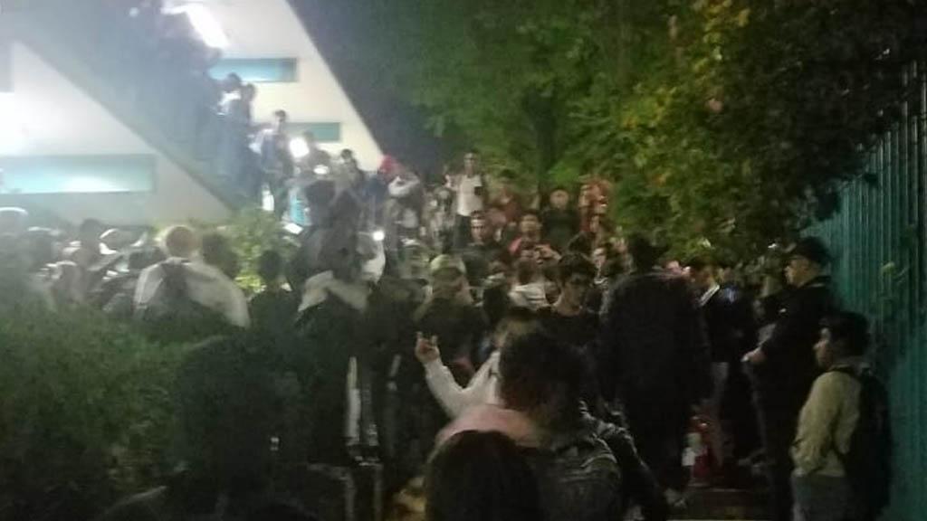 Encapuchados intentan tomar el CCH Naucalpan; alumnos lo impiden - CCH encapuchados UNAM Naucalpan