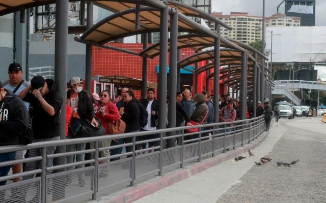 Continúa restricción de cruces en la frontera de México y EE.UU. - Foto de EFE