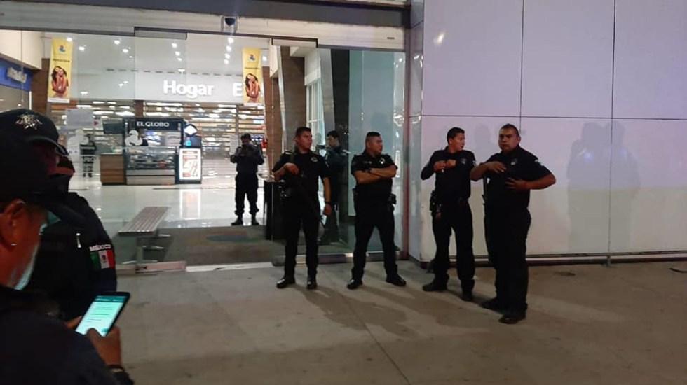 Frustran robo en Walmart de Puerta Texcoco - Despliegue policiaco en Puerta Texcoco. Foto de @sanmateo.chipiltepec.56