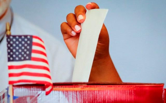 Cierra gobernador de Texas sitios de entrega de boletas electorales para voto por correo - EE.UU. afirma que