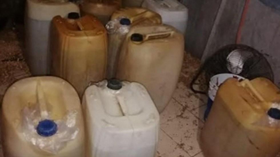 Aseguran en la Ciudad de México casi dos mil litros de diésel robados - Galones de diésel robado por toma clandestina en la MH. Foto de FGR