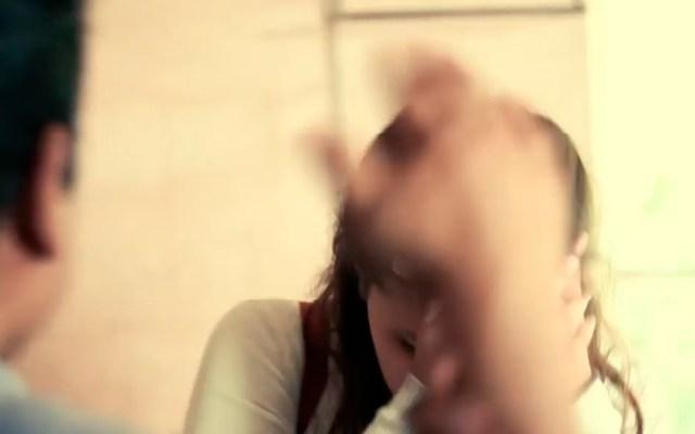 Detienen a policía de Edomex por golpear y encerrar a su pareja - La SSEM presentó la campaña 'Déjala Tranquila' en colaboración con 'Ritmo Peligroso' para prevenir la violencia contra la mujer. Captura de pantalla / @SS.Edomex