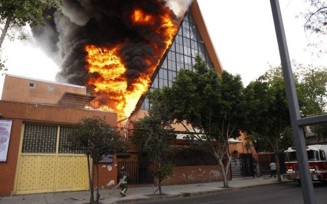 Bomberos sofocan incendio en parroquia de la Jardín Balbuena - Foto de @Bomberos_CDMX