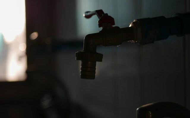 Cuba enfrenta crisis de agua en medio de lucha contra el COVID-19 - Llave de agua. Foto de Ryk Porras / Unsplash