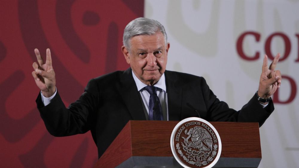 """AMLO pide """"amor y paz"""" a reporteros que cubren la 'mañanera' - López Obrador"""