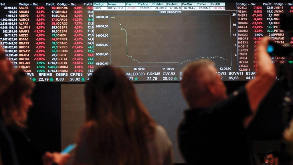 Mercados mundiales se desploman ante expansión del COVID-19 - Foto de EFE