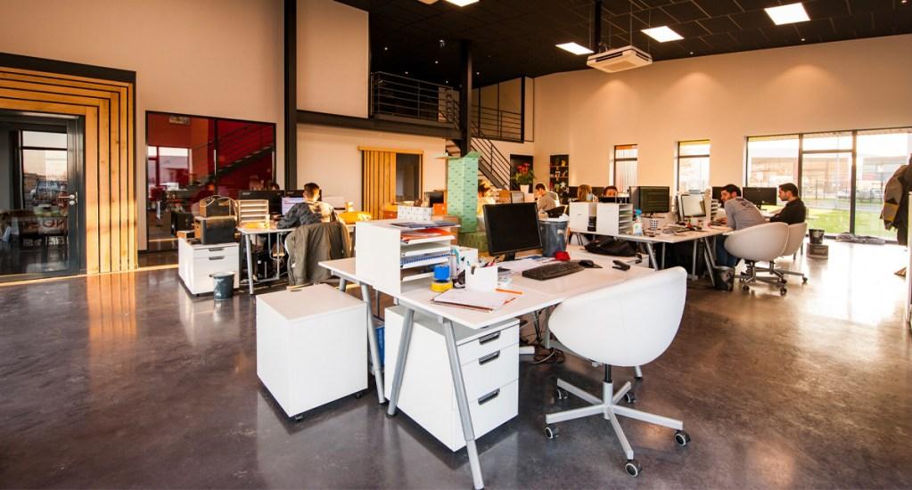 Oficinas abiertas dificulta la concentración de los empleados - Las distracciones del habla están entre las principales quejas en los diseños de oficinas abiertas