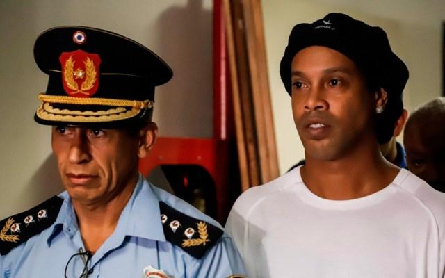 Presidente de Paraguay ordena investigación interna por caso Ronaldinho - El Gobierno de Paraguay busca detectar posibles irregularidades en esas instituciones, que están al margen del trabajo de la Fiscalía