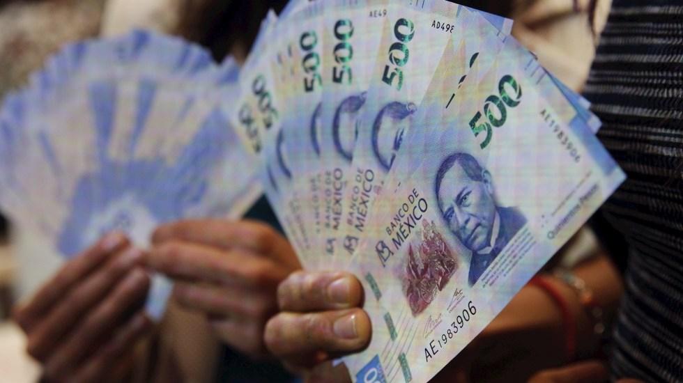 Descarta AMLO adquirir deuda en caso de rebrote por COVID-19 - Pesos peso dinero economía billetes