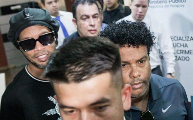 Ronaldinho sale sin cargos de Fiscalía paraguaya tras declarar por ocho horas - Foto de EFE