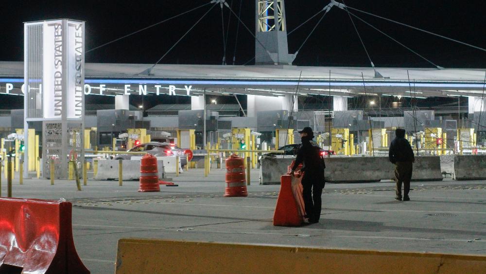 """""""Pronto"""" reabrirá totalmente frontera con EE.UU.: AMLO - Tijuana Mexico EEUU frontera"""