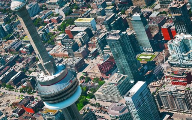 Canadá considera declarar estado de emergencia tras cinco muertes por COVID-19 - Toma aérea de Toronto, Canadá. Foto de Tim Gouw / Unsplash
