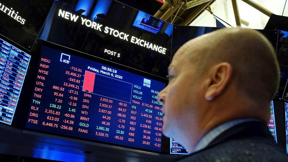 Wall Street cierra durante 15 minutos por el desplome de 7% de indicador S&P - Foto de EFE/Justin Lane.