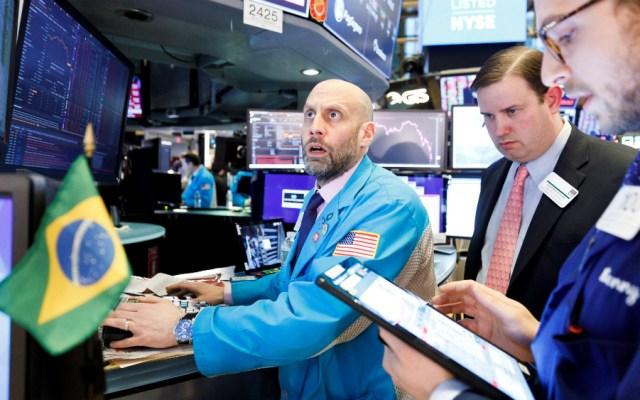 Futuros sobre acciones de EE.UU. caen hasta 5 por ciento - Foto de EFE