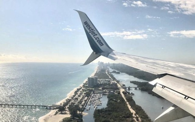 Vuelo con dos presuntos casos de COVID-19 partió de Cancún a Canadá - WestJet avión vuelo