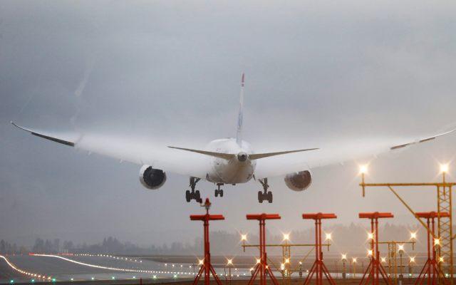 Donald Trump cierra rescate de aerolíneas por 25 mil mdd - Foto de EFE
