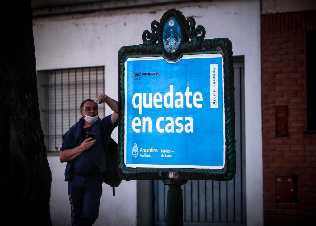 Argentina restringe vuelos internacionales y amplía medidas por COVID-19 - Foto de EFE