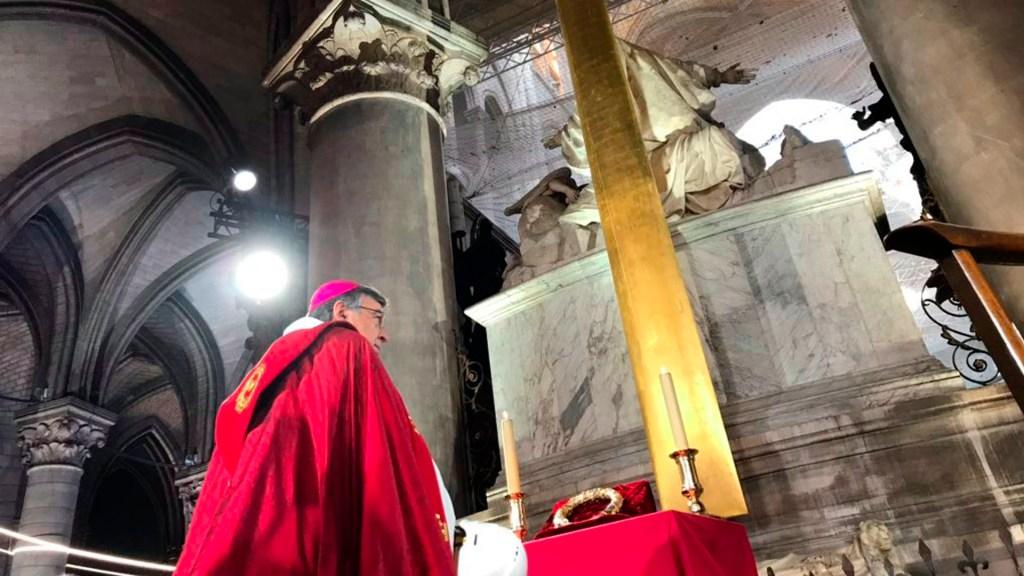 Arzobispo reza en catedral de Notre-Dame por Viernes Santo - Arzobispo de Notre-Dame reza en catedral a un año del incendio