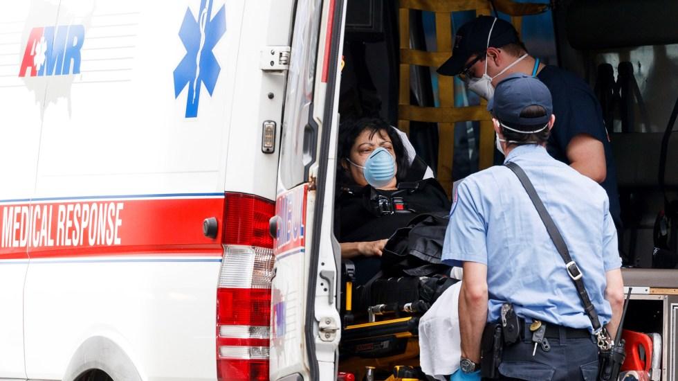 EE.UU. suma 24.3 millones de contagios de COVID-19 a un año del primer caso detectado - Atención de paciente con COVID-19 en Nueva York, EE.UU. Foto de EFE
