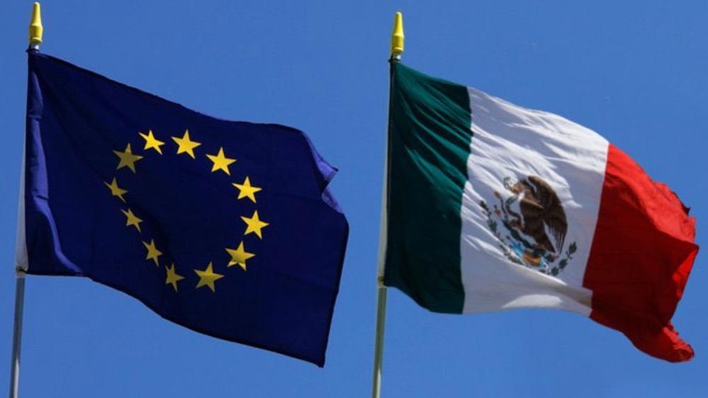 México y Unión Europea concluyen negociación de su nuevo acuerdo comercial - Banderas de México y la Unión Europea. Foto de @SE_mx