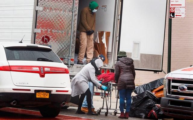"""""""Cómo dejaron que esto ocurriera"""": condena alcalde de Nueva York hallazgo de cadáveres en camiones - Cadáveres Nueva York coronavirus COVID-19"""