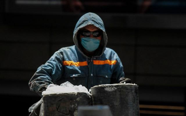 Construcción de viviendas en México peligrará por coronavirus, advierte Moody's - Trabajador de la construcción en México. Foto de Notimex