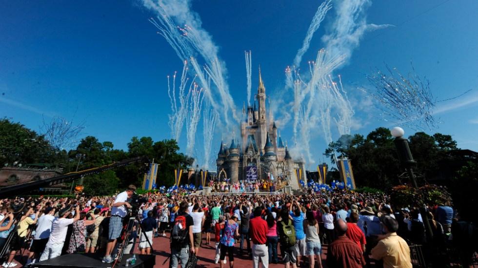 Unos 43 mil empleados de Disney World son suspendidos sin sueldo en Orlando - Foto de EFE