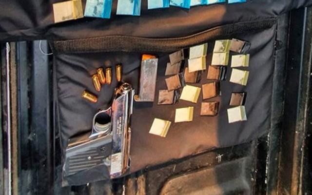 Detienen en la Miguel Hidalgo a sujeto con 100 dosis de cocaína - Dosis de cocaína y arma aseguradas a sujeto en la alcaldía Miguel Hidalgo. Foto de SSC-CDMX