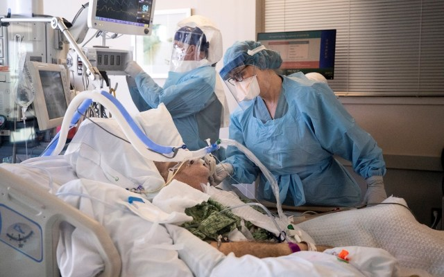 COVID-19 genera crisis hospitalaria en la frontera de Estados Unidos con México - Hospital California COVID-19 coronavirus médicos paciente