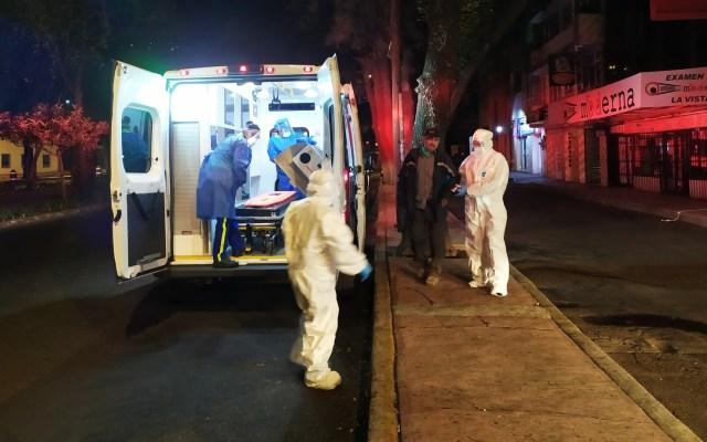 Trasladan a hospital a hombre en situación de calle con síntomas de COVID-19 - Hospital Sergio Armando Ciudad de México