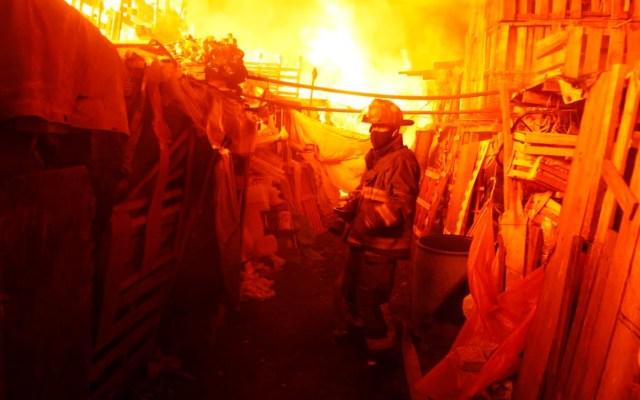 Incendio en la Central de Abasto deja ocho heridos - incendio central de abasto