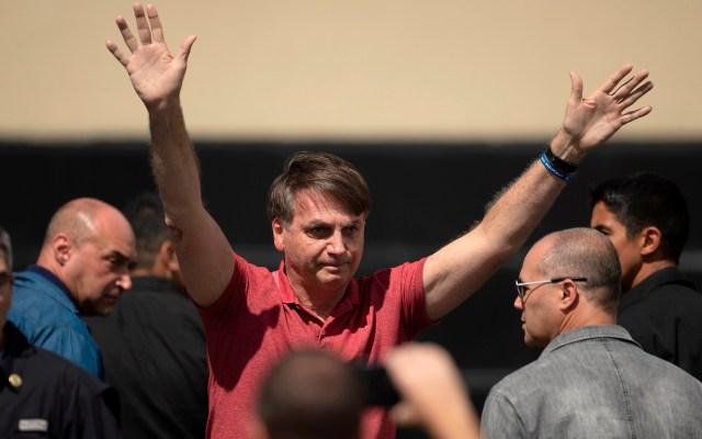 Bolsonaro ignora recomendaciones sanitarias y se une a manifestación - Foto de EFE