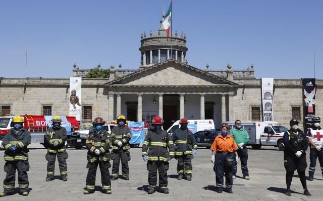 Bomberos en Jalisco rinden homenaje a médicos que atienden COVID-19 - Jalisco Bomberos protección civil Coronavirus COVID-19