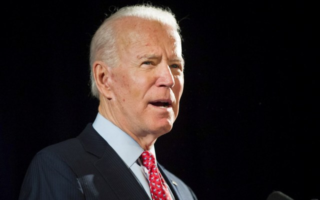 """Biden sugiere celebrar una convención demócrata """"virtual"""" en EE.UU. - En la imagen el exvicepresidente estadounidense Joe Biden. Foto de EFE/TRACIE VAN AUKEN."""