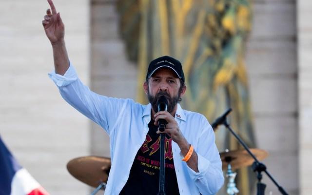 Juan Luis Guerra lanza tema que compuso en medio de la pandemia de COVID-19 - Foto de EFE