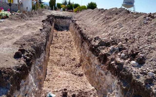 Cavan mega fosa en Guanajuato para víctimas de COVID-19 - En el Panteón de Santa Teresa, ubicado en la capital de Guanajuato, se esta cavando una mega fosa para las víctimas mortales de coronavirus