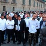 Meseros despedidos por COVID-19 protestan frente a Palacio Nacional