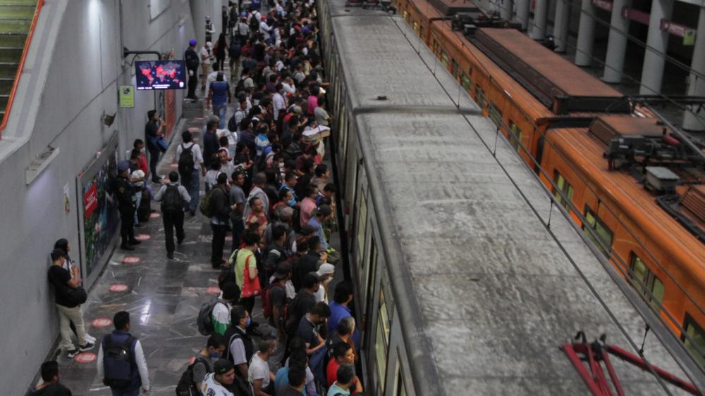 Ciudad de México busca estrategias para evitar aglomeraciones en el Metro - Foto de Notimex