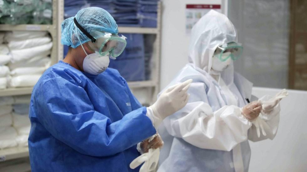 Suman mil 884 defunciones por COVID-19 entre personal sanitario de México - Personal médico con equipo de protección contra COVID-19. Foto de Notimex / Archivo