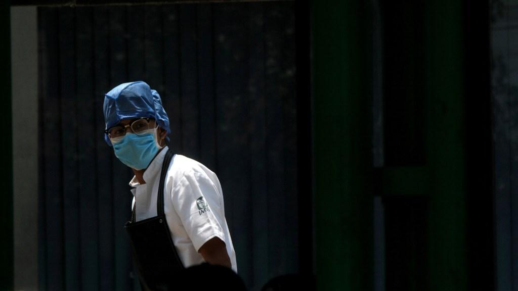 Baja California solicita a Ssa insumos para médicos que atienden COVID-19 - Personal sanitario del IMSS. Foto de Notimex