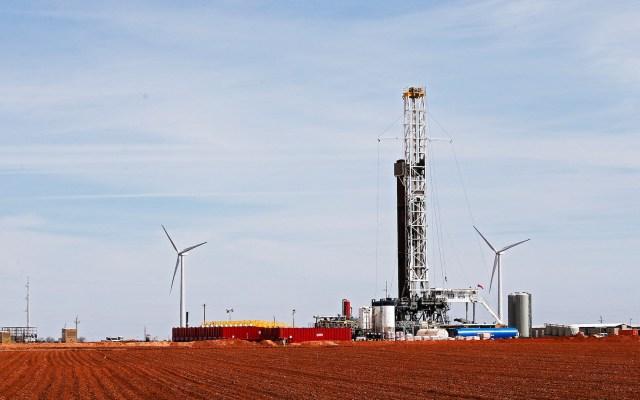 Precios del petróleo llegan a sus niveles más bajos en casi 20 años - Foto de EFE
