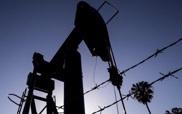 OPEP prevé en 2021 'rebote' récord de la demanda petrolera - Actividades petroleras en Texas. Foto de EFE/EPA/ETIENNE LAURENT