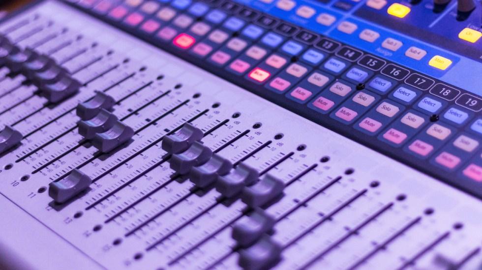 Nueva batalla entre 4T y 'conservadores': el control de informativos en la radio y la TV - AMLO en el que devuelve tiempos fiscales a radio y televisión