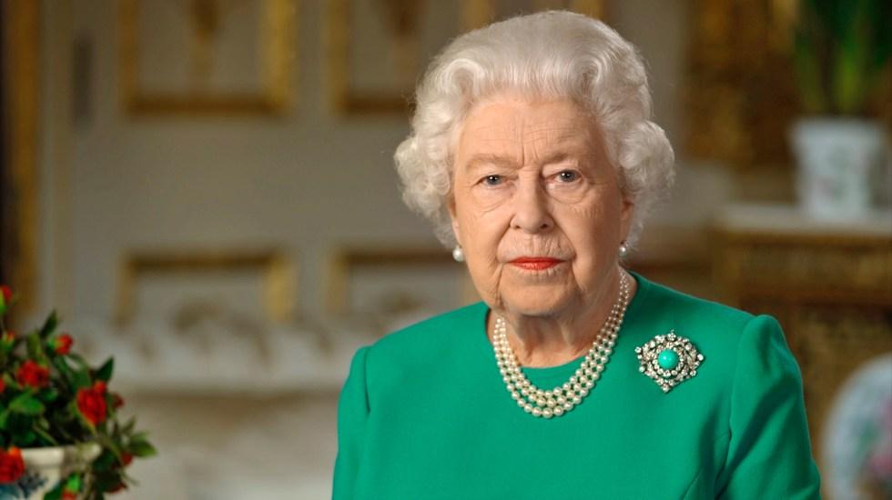"""""""Vendrán mejores días"""", la Reina Isabel II pide unidad ante COVID-19 - La Reina Isabel II durante mensaje en Buckingham Palace. Foto de EFE/EPA/BUCKINGHAM PALACE"""