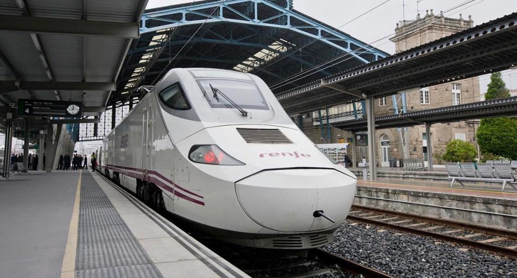 España usará trenes para trasladar a pacientes con COVID-19 - Tren de la compañía Renfe. Foto de @Renfe