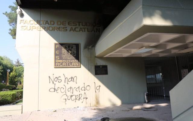 Incendian y vandalizan oficina de la FES Acatlán - Vandalismo en FES Acatlán. Foto de @FES_ACATLAN