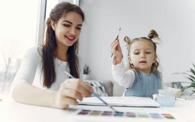 Los niños y adolescentes deben mantener rutinas en casa durante el confinamiento - Foto de Pexels.